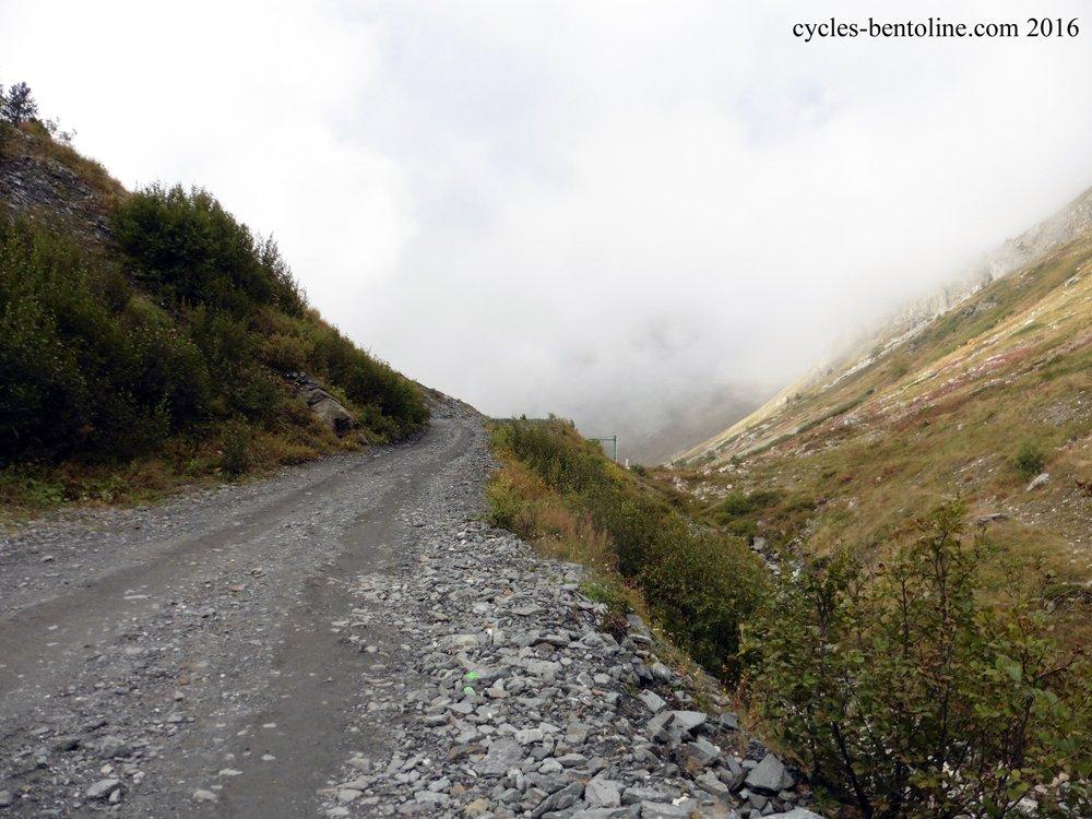 """Voie d'accès au de La vallée étroite au-dessus du lieu dit """"Le Lavoir"""" 1900 m"""