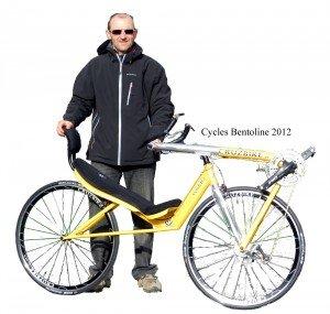 Marc avec son vélo coiuché traction directe Vendetta