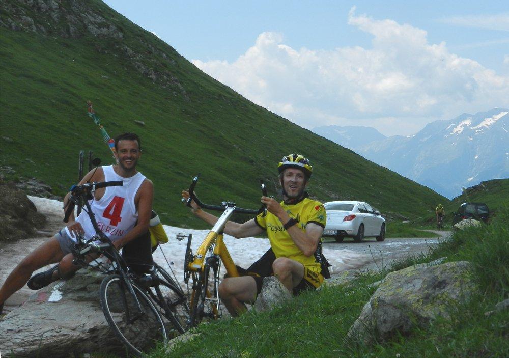 Deux amis en vélos couché au col du Sabot